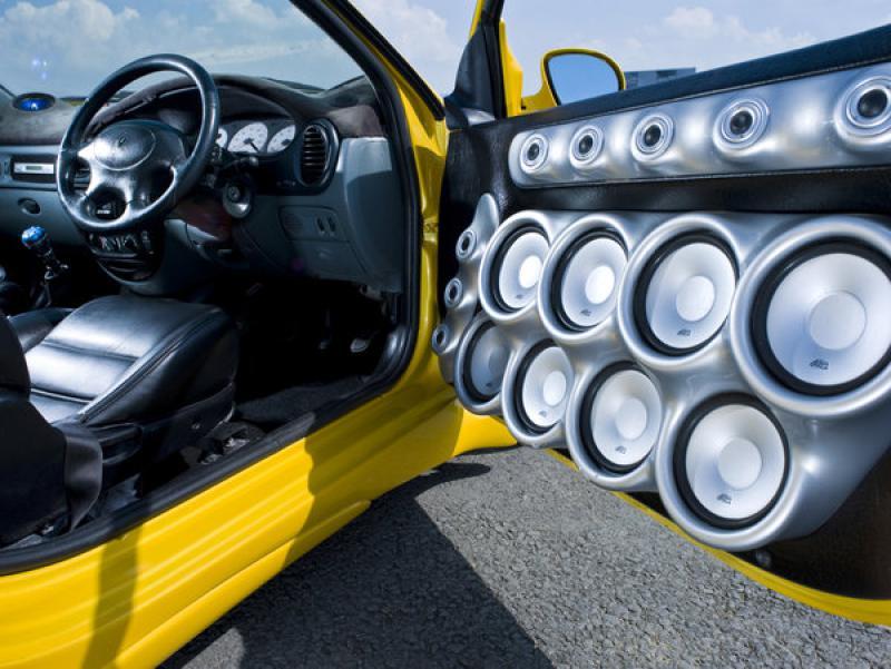 akustika na avto